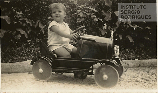 Sergio Rodrigues at approximately age 3 in his baby carriage, in Rio de Janeiro, some time around 1930.