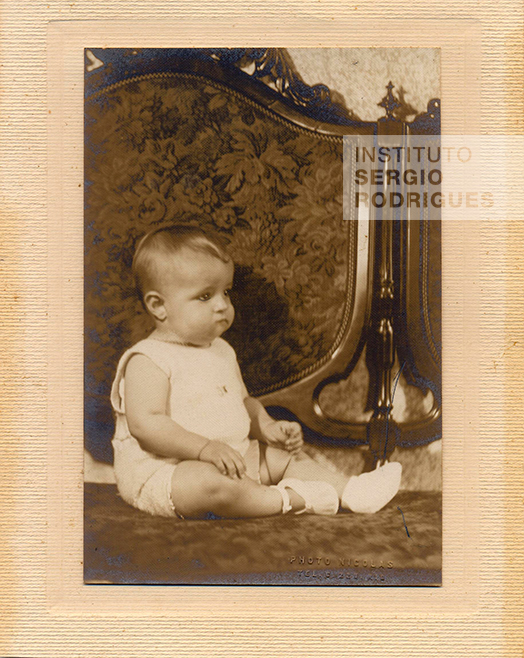 Sergio Rodrigues at age 1, at the Mendes de Almeida family residence, in Rio de Janeiro, in 1928.