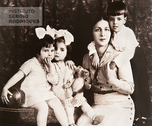 Elsa Fernanda Santos Rodrigues with her kids. From left to right, Maria Thereza, Vera Maria, and Sergio Rodrigues, Rio de Janeiro, 1933.