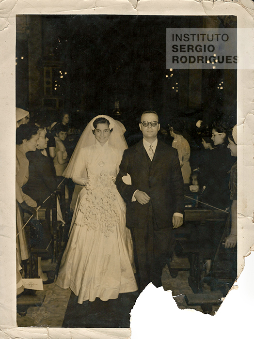 Religious ceremony of Sergio Rodrigues' first marriage, with Vera Maria Serpa Campos, in 1952.